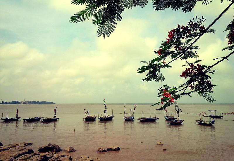 top-10-bai-bien-thien-duong-ly-tuong-cho-mua-he-o-mien-bac-vietmountain-travel3