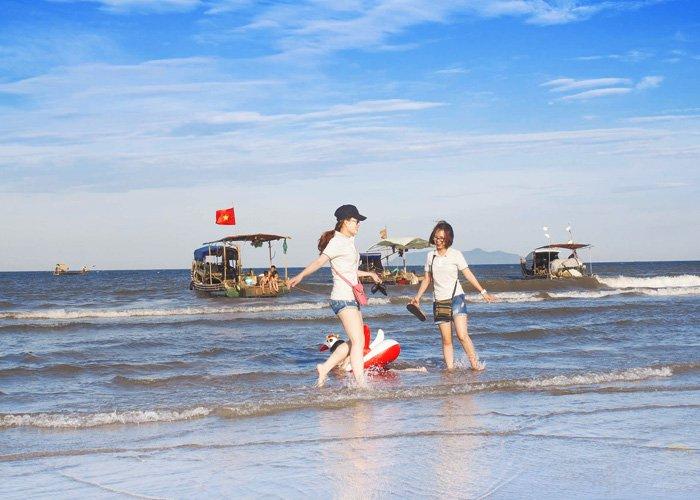 top-10-bai-bien-thien-duong-ly-tuong-cho-mua-he-o-mien-bac-vietmountain-travel6