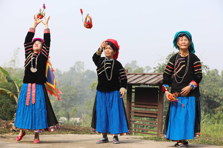 Nhung-phong-tuc-don-tet-doc-dao-o-vung-nui-cao-phia-bac-vietmountain-travel6