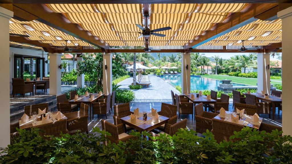combo-free-and-easy-tai-the-Anam-Resort-5-sao-vietmountain-travel5