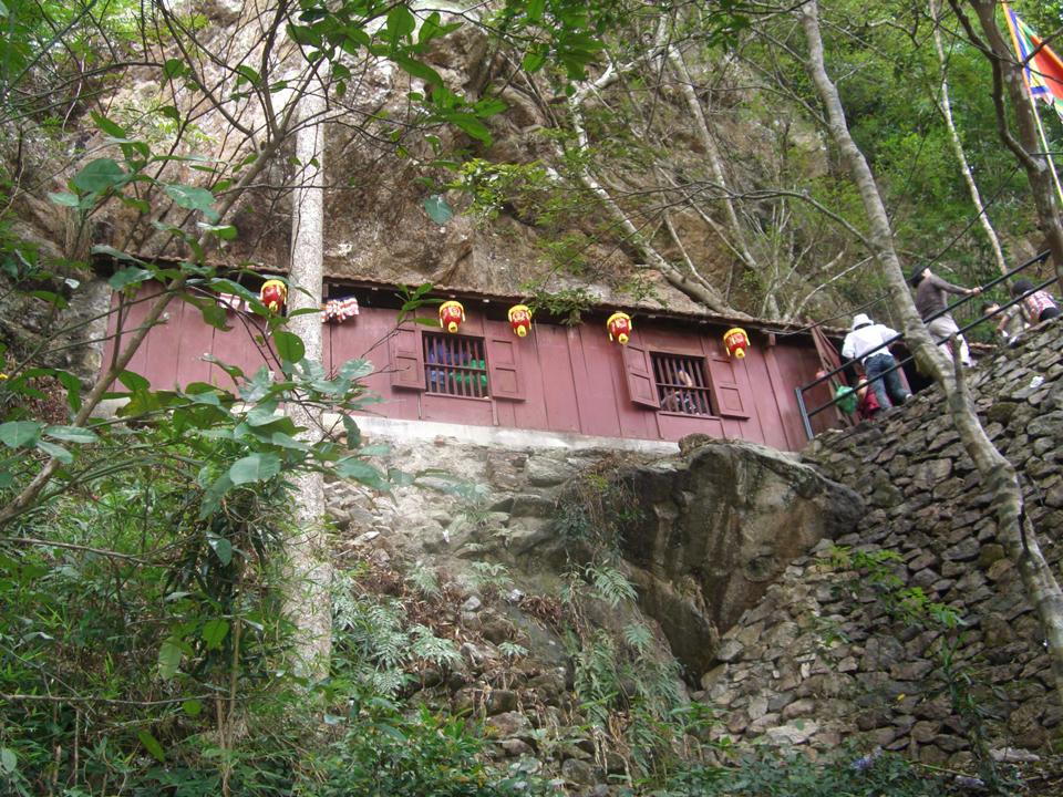 Du lịch Yên Tử mùa xuân có gì hấp dẫn? - Vietmountain Travel 8