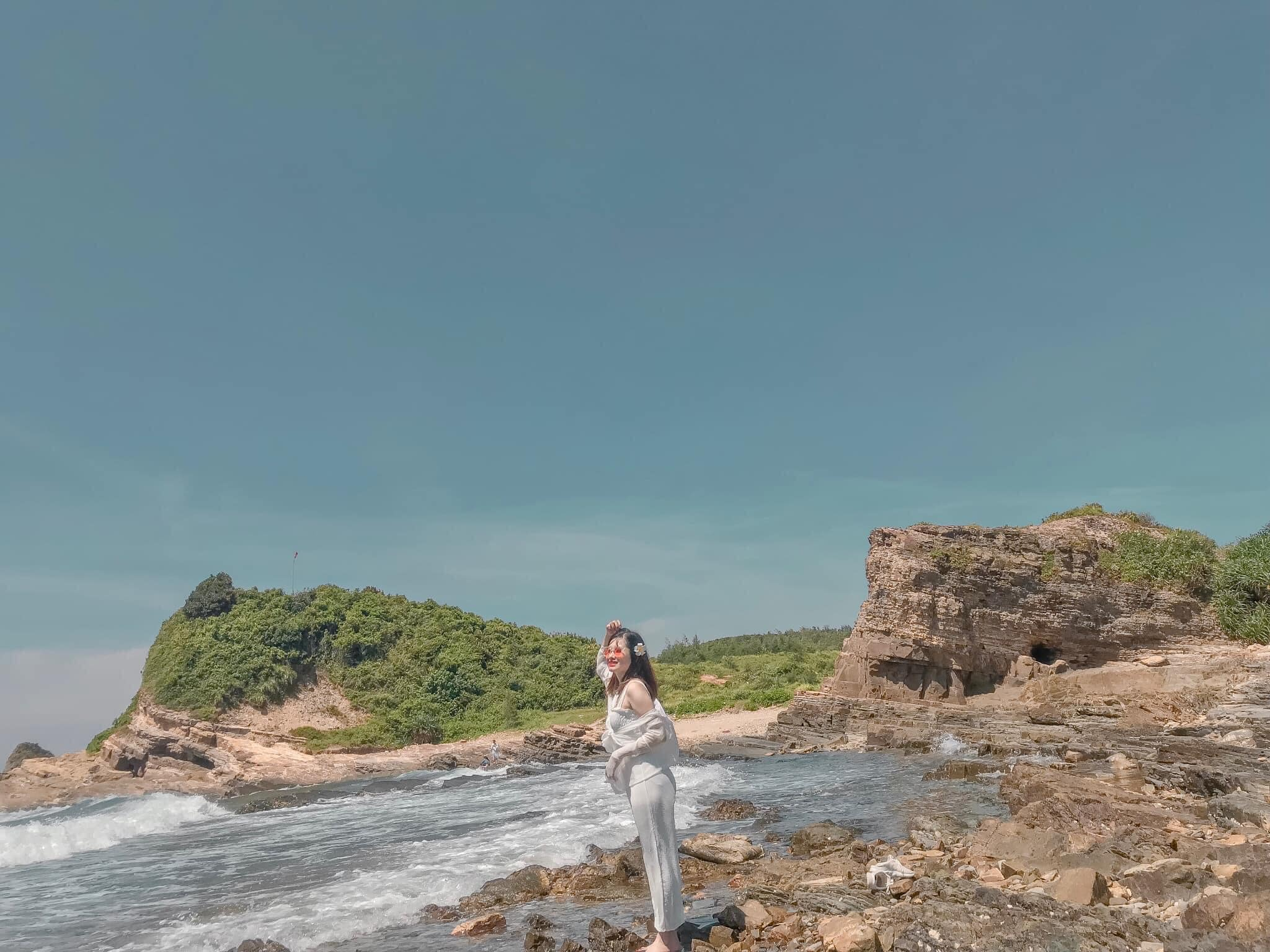 xung-xinh-checkin-nhung-bai-tam-dep-o-co-to-vietmountain-travel5
