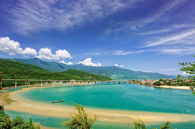 Top-10-bai-bien-dep-nhat-viet-nam-vietmountain-travel4