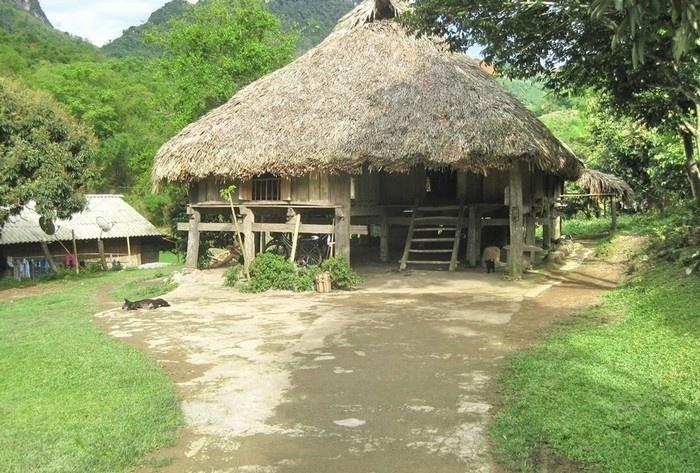 Ban-muong-giang-mo-hoa-binh-vietmountain-travel