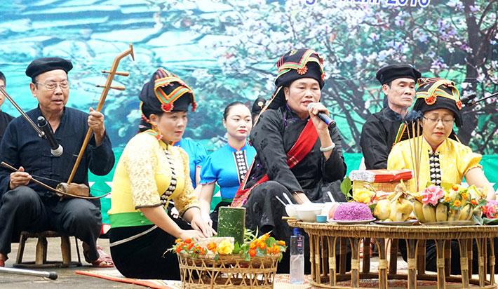 Xuan-ghe-dong-tay-bac-don-mua-le-hoi-vietmountain-travel4