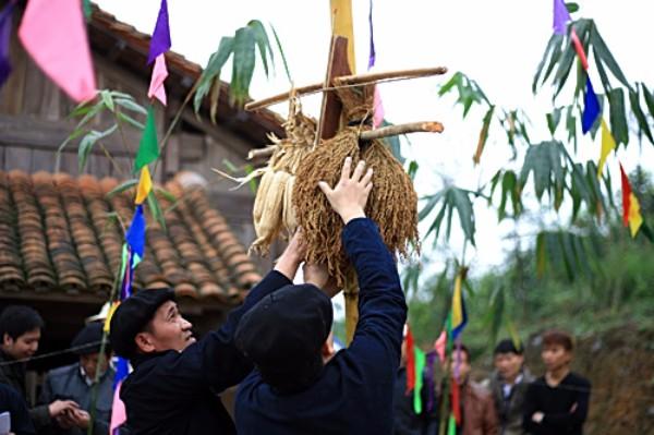 Xuan-ghe-dong-tay-bac-don-mua-le-hoi-vietmountain-travel7